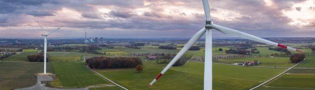 Windräder in Hamm, Kraftwerke im Hintergrund
