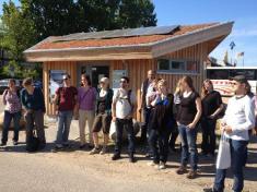 Eine Gruppe angehender Umweltplaner der Uni Hildesheim bei ihrem Besuch des Klimapavillons im Mai 2013.