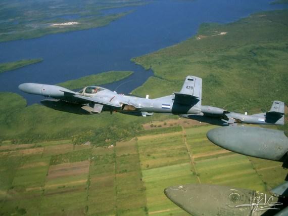 Imagen de avion de guerra en vuelo