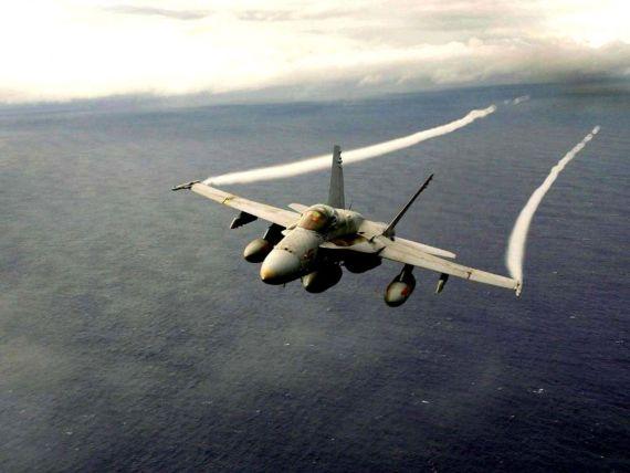 Imagen de avion de guerra volando