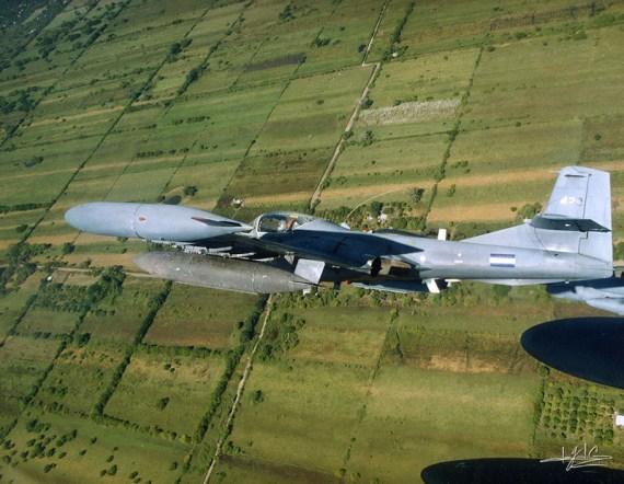 Fotografia de avion de guerra en vuelo