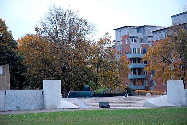 Borettslaget ligger ved Klosterenga skulpturpark i Gamlebyen. Baksiden av bygården vender ut mot parken. Foto: Catherine Dumont