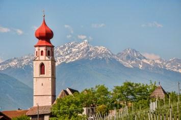 Turm der Pfarrkirche St. Martin in Tschars