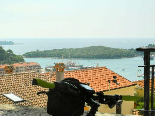 Blick auf die Insel vor Vsar
