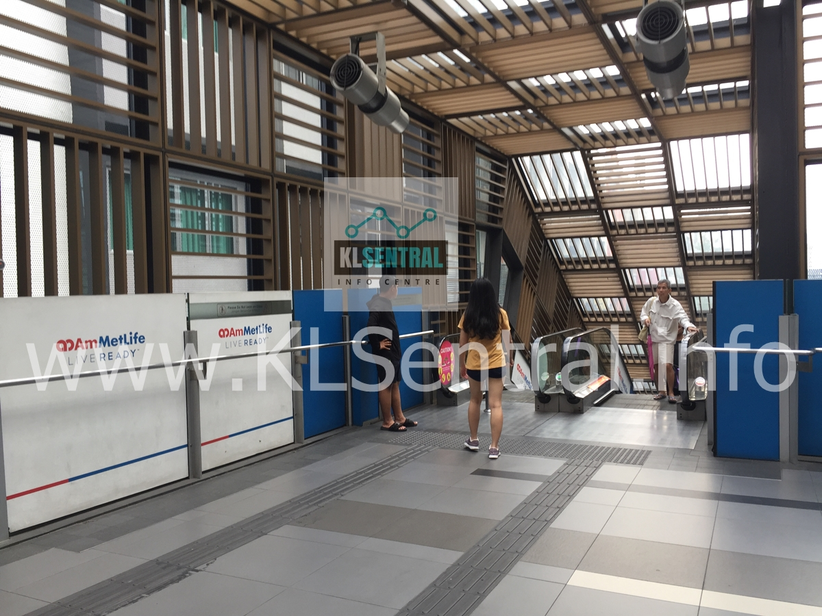KL-Sentral-monorail-towards-escalator-down-to-Brickfields