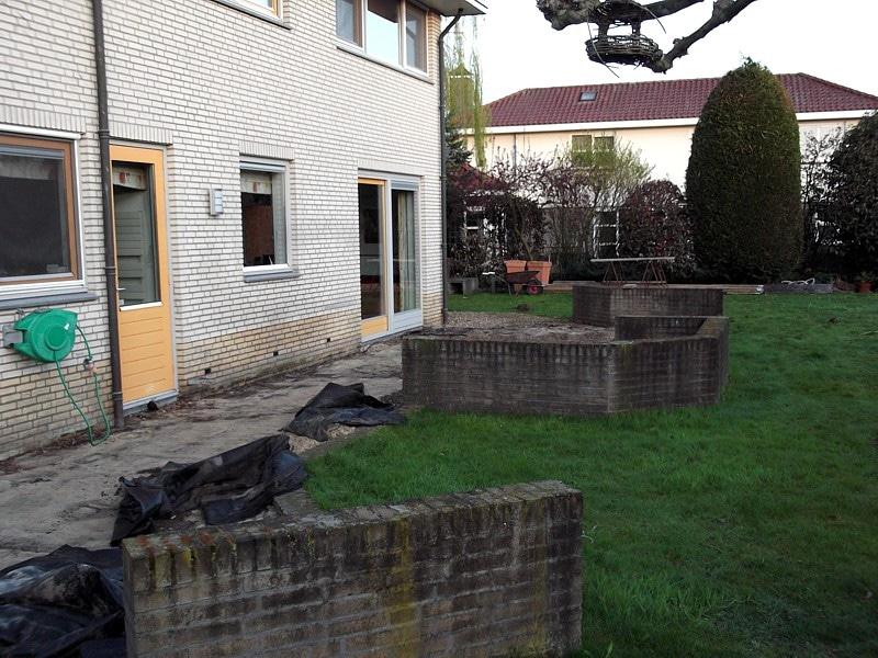 Overdekte Zithoek Tuin : Verbouw tuin met tuinhuis zithoeken vijver en poort u klussen
