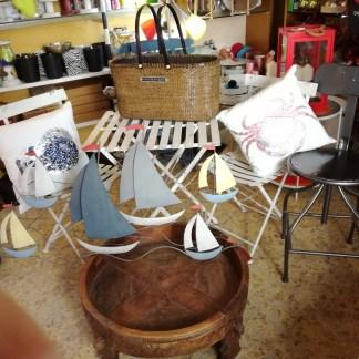 Tavolo Sedia Macina Portariviste Cuscino Mare Sgabello Quadro Barche Lanterna Offerte Lampo - KMV Home Store stocKMarket