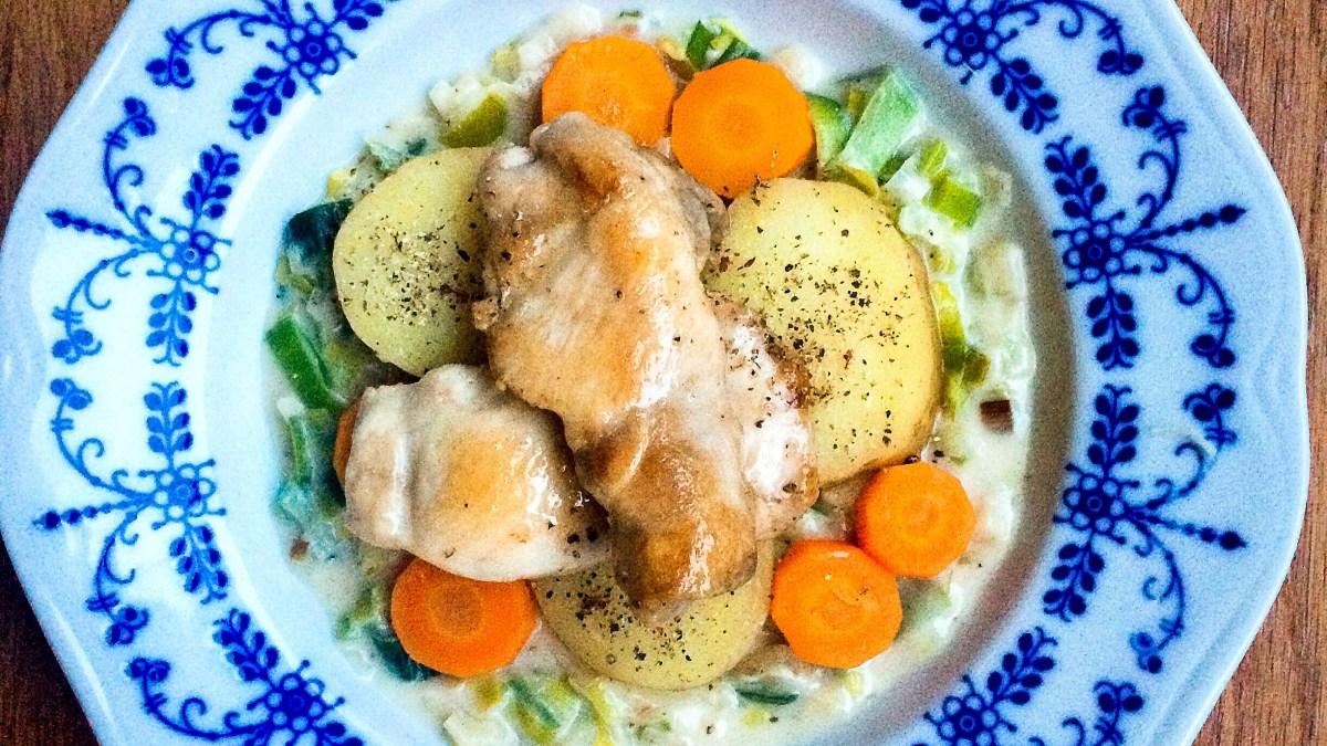 Do 30 minut: Kuřecí stehenní řízek se zeleninou a pórkovým pyré