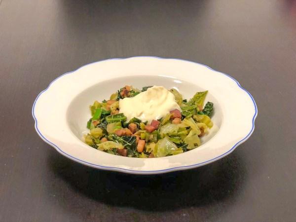 (Nejen) nízkosacharidový recept do 30 minut: Kapusta s brynzou a slaninou ve stylu halušek: Netradiční hlavní jídlo i příloha