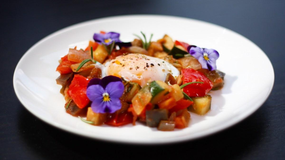 (Nejen) nízkosacharidový recept: Ratatouille se ztraceným vejcem