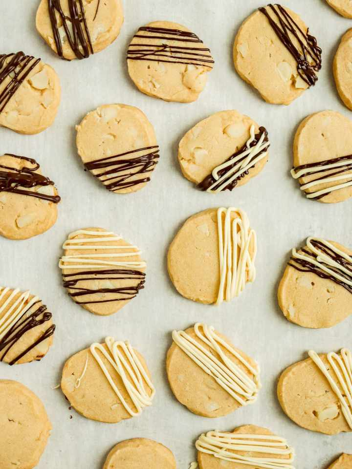 shortbread cookies with drizzled dark and white chocolate on top