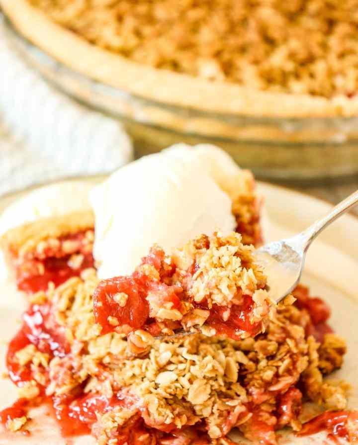 strawberry rhubarb pie with ice cream