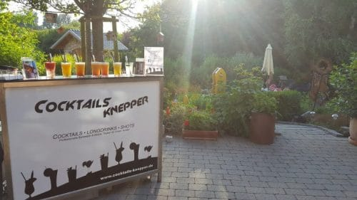Mobile Cocktailbar im Garten