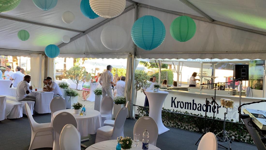 Cocktails Knepper - mobile Cocktailbar in Wattenscheid - Firmenfest- weißes Gewand und modern elegant (3)