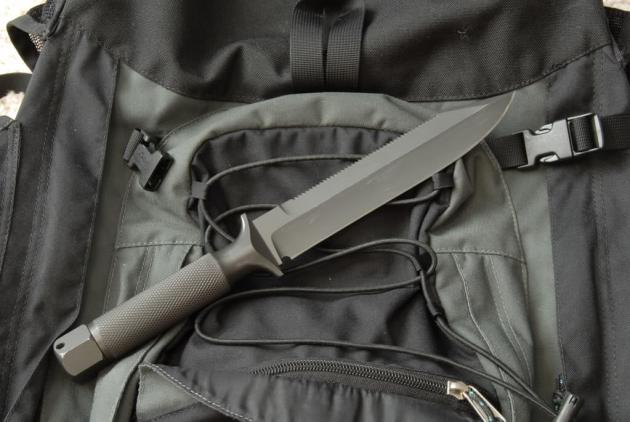 Chris Reeve Mark IV, made in Africa sawtooth back (Photo: fooj - bladeforums)