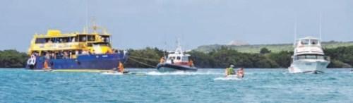 De ferry werd weggesleept en moest Fuikdag voortijdig verlaten. FOTO SOLANGE HENDRIKSE