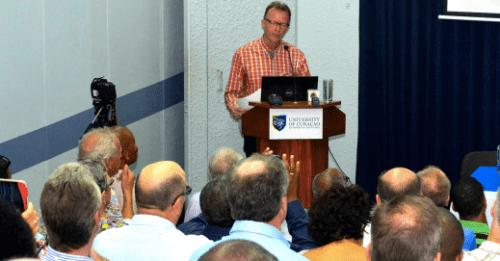 Econoom Rob van den Bergh, gastspreker op het Economendebat 2015  | Foto Persbureau Curacao