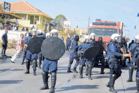 Explosieve situatie bij ingang Isla | Foto Extra