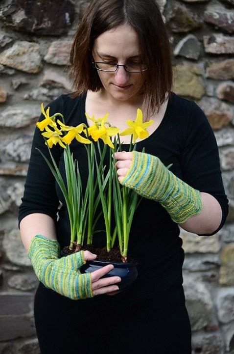 Aurélie Colas & her Remember the Daffodils mitts. © Jenny Rose Photography