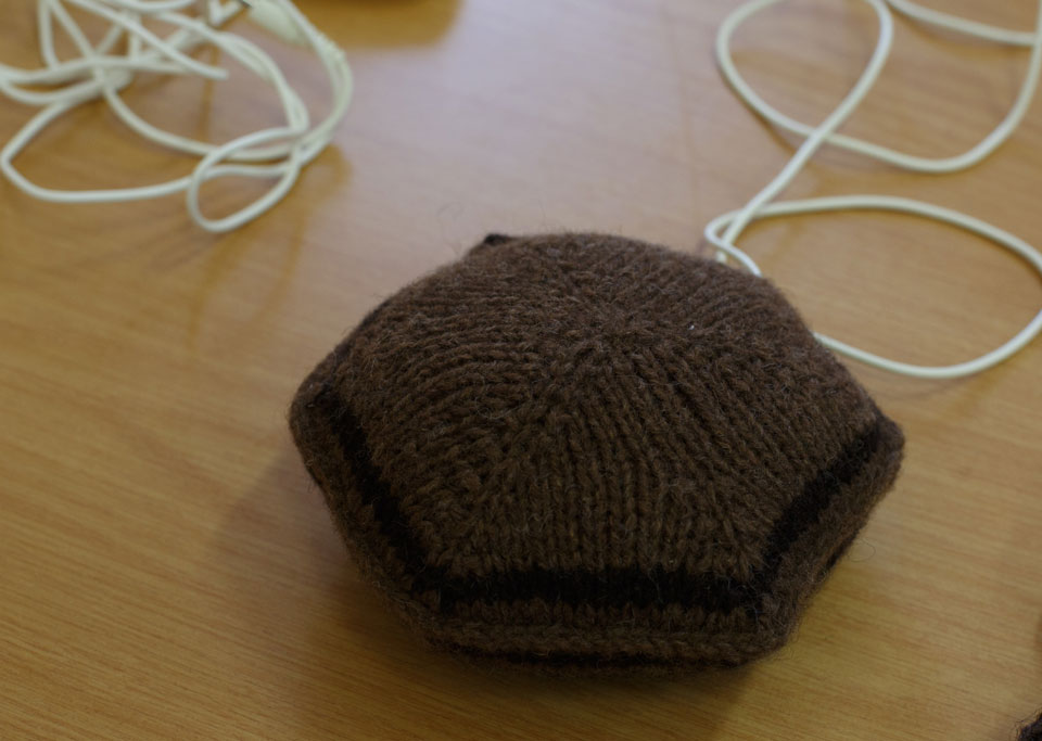 Knitted_Speaker_Pillow_01