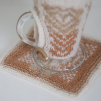 The Slice pattern - a quick and easy knit that incorporates both knotted and crocheted steek techniques, and which results in a pleasing mug warmer with coaster