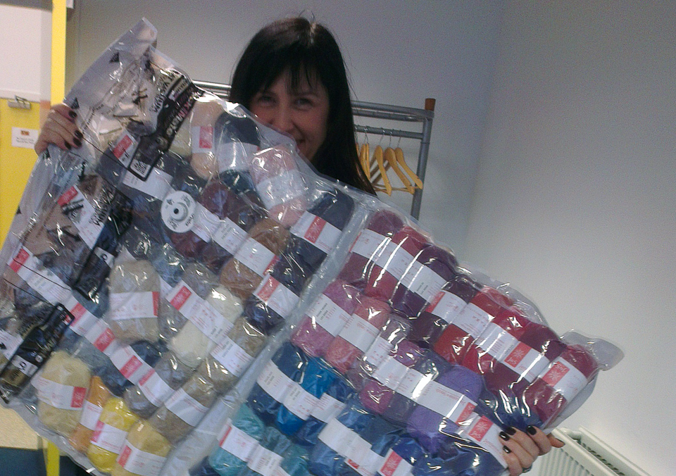 Mel carrying the enormous quantity of workshop yarn into the classroom at the Edinburgh Yarn Festival!