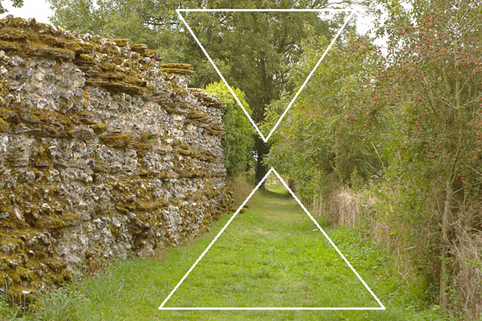 Finding shapes and patterns in a photo from Silchester, many miles from where Yumi lives