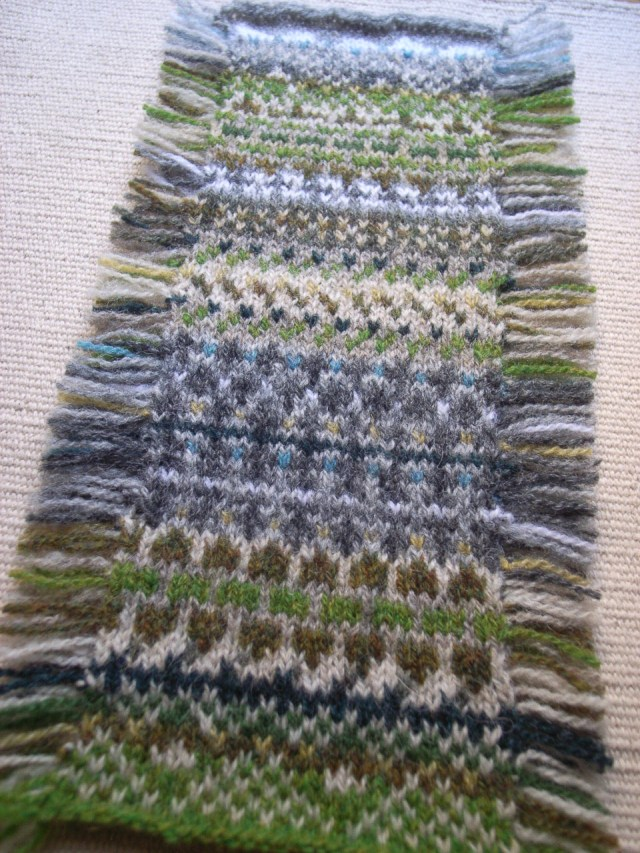 Yumi's Silchester mitts-a-long mini swatch