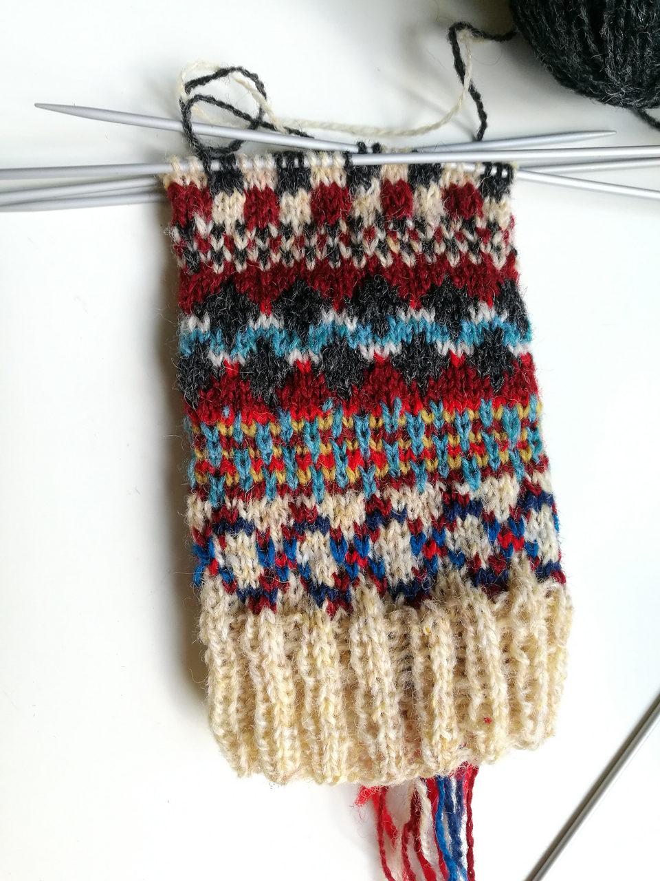 Tabusn knits knitting sheaths!