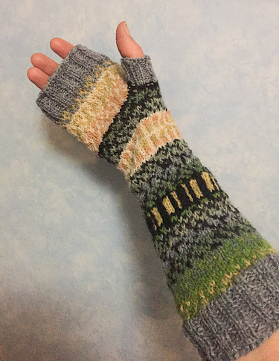 Lilli55 knits stranded colourwork for the first time!