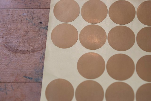 large round gold disc stickers