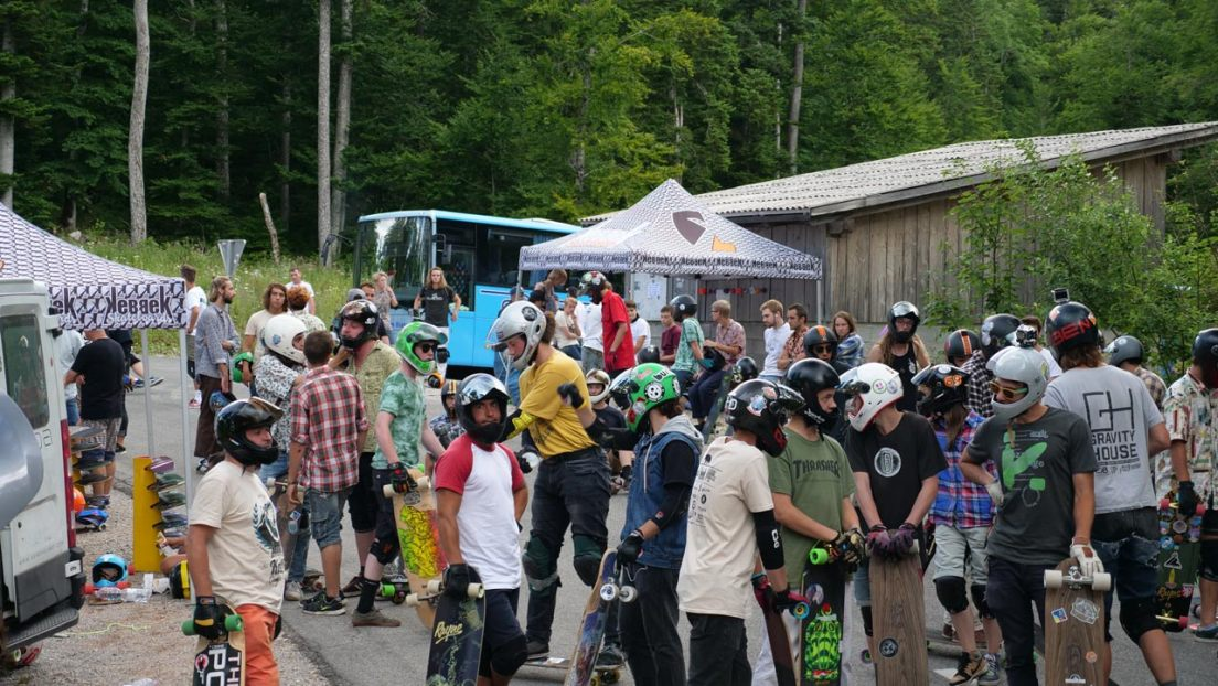 Kebbek KnK Longboard Camp 2017: Riders getting ready for another run at Week 1, Day 2