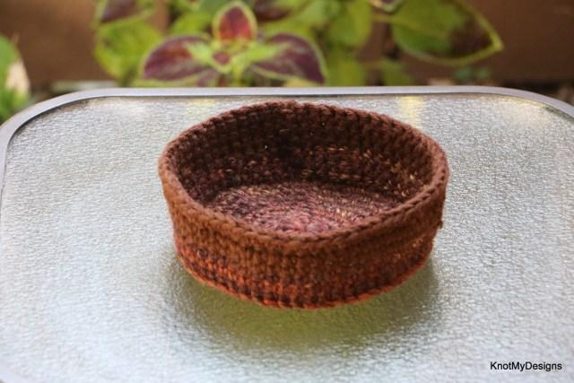 Home Decor Crochet 2-Yarn Side-Table Basket Free Pattern w/o handles - Knot My Designs