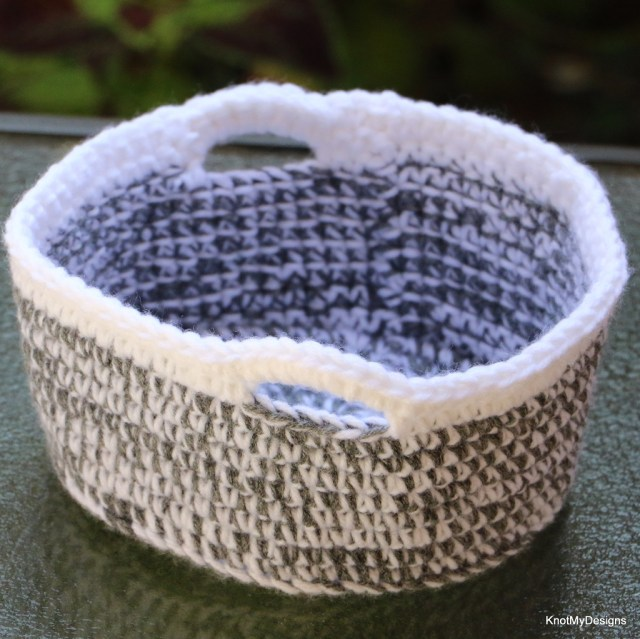 Crochet 2-Yarn Side-Table Basket Free Pattern w/o handles for Home decor - kNot mY deSigns