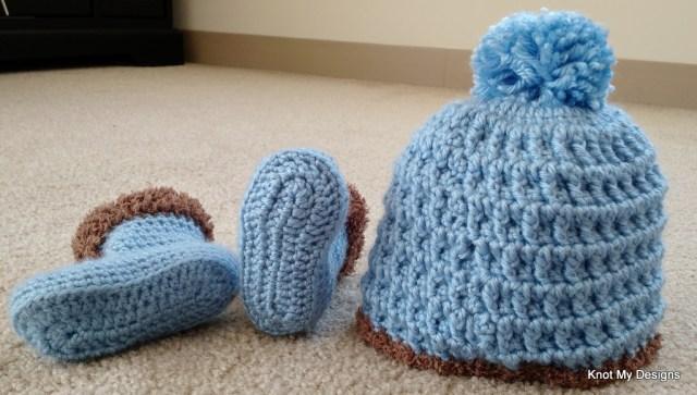 Crochet Pom-Pom Fur Base Baby Beanie-Booties Set Free Pattern - Knot My Designs