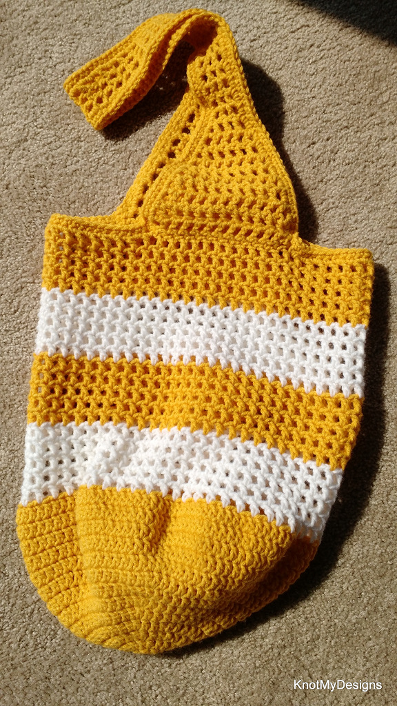 Crochet Sunshine Market Bag Free Pattern for an adult woman - kNot mY deSigns