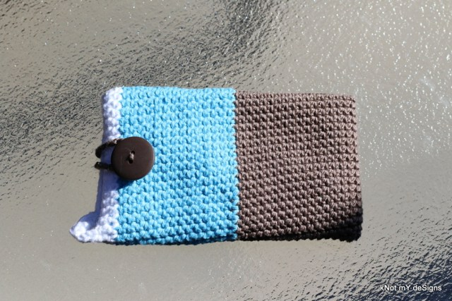 Crochet Capri Backsided Mobile Cover Free Pattern with closed loop and wristlet - Knot My Designs