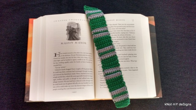 """Hogwarts House """"Slytherin"""" Scarf Bookmark Free Pattern for Harry Potter Novel Series lover! - Knot My Designs"""