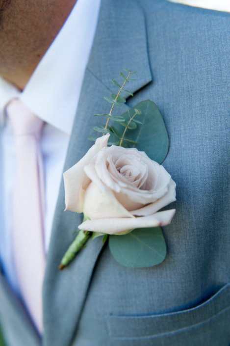 groom-boutonniere-quicksand-rose