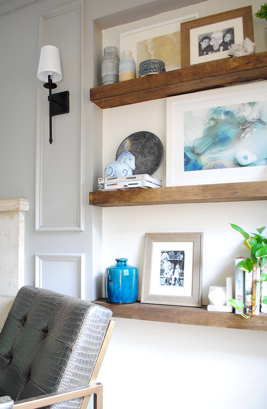 Navy living room ideas for spring - Know How She Does It