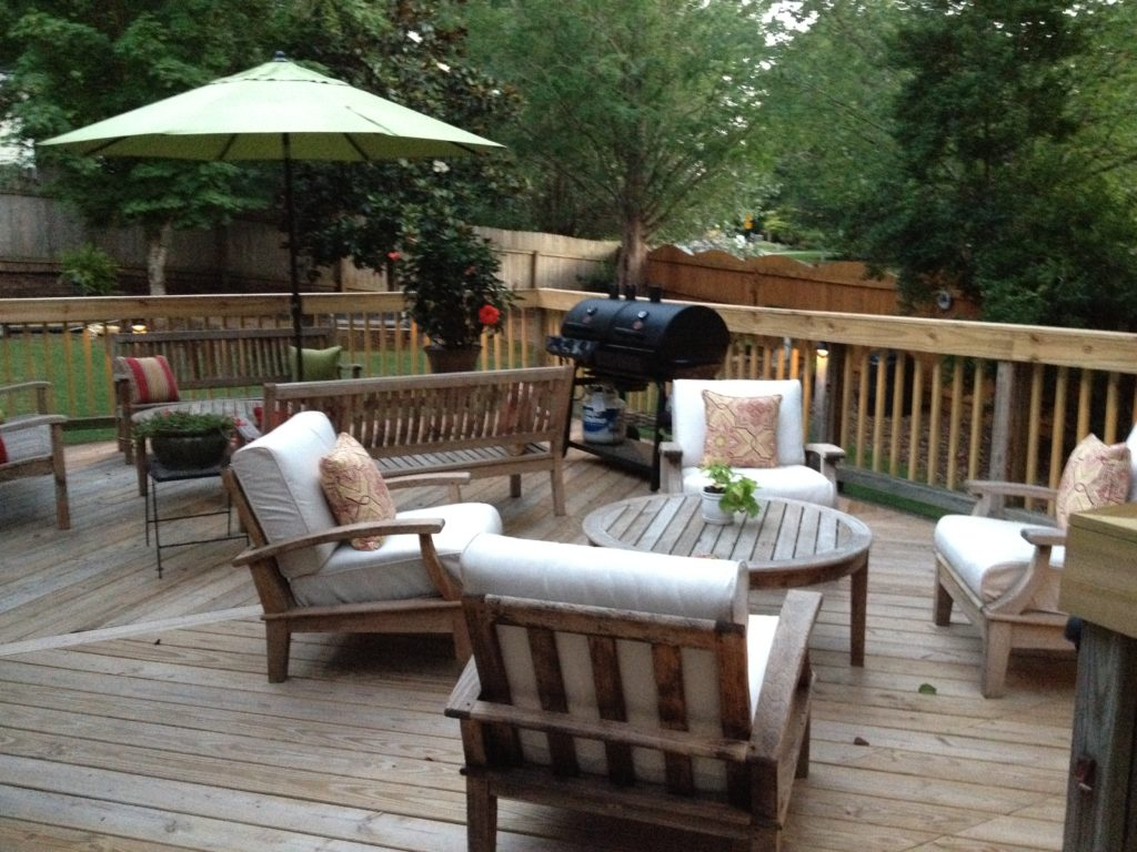 Outdoor Patio Makeover and DIY Outdoor Dining Table on Patio Makeovers On A Budget id=31619