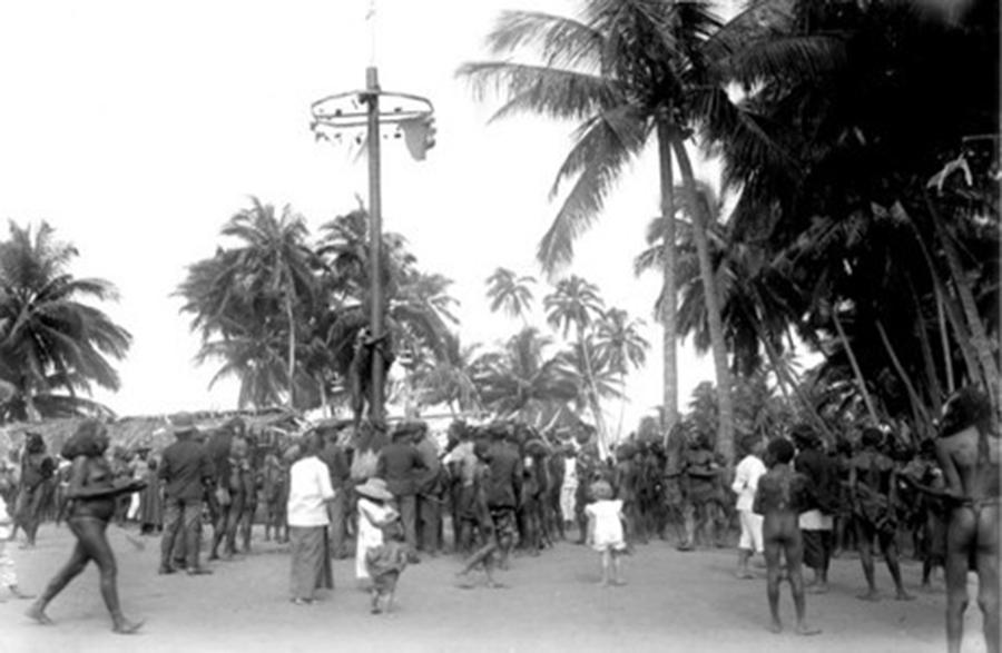 Lomba Panjat Pinang, Tradisi Ciptaan Imperialis