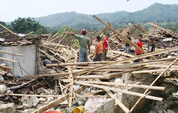 Puting Beliung Rusak 75 Rumah, 3 Diantaranya Porak Poranda