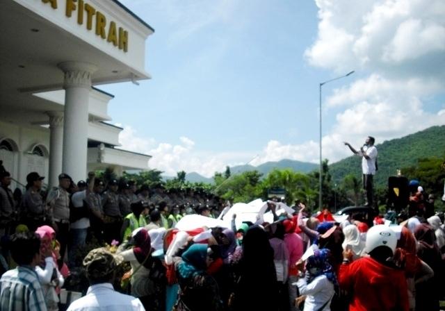 Aksi Unjuk Rasa GMAK Sasar Obyek Vital Daerah