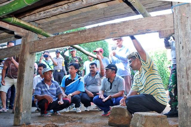 Gotong Royong Bupati Sumbawa Barat