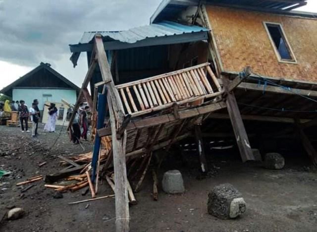 Rumah roboh akibat puting beliung di Alas