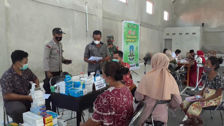 Polisi dan Paramedis di Keruak Sambangi Lansia dan Balita Untuk Gelorakan Kampung Sehat