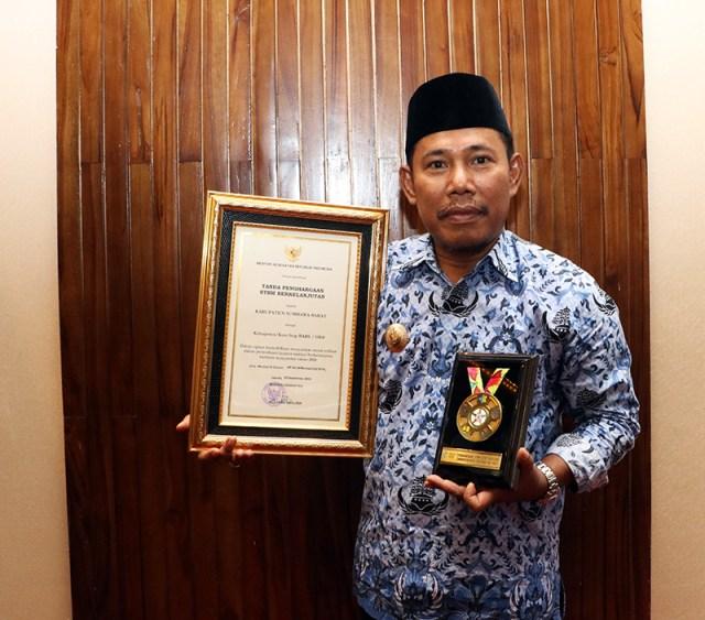Bupati Sumbawa Barat Dapat Penghargaan STBM