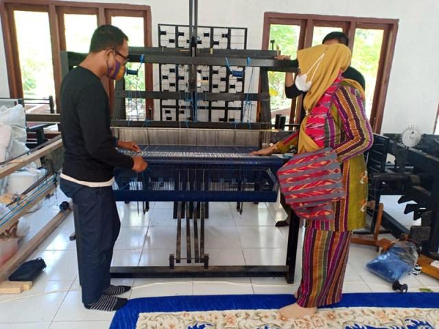 Kerajinan Tenun di Sumbawa Barat Alat Tenun Bukan Mesin