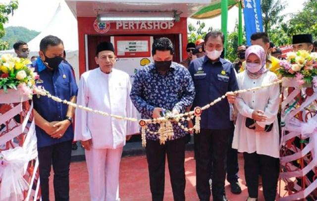 Menteri BUMN Erick Thohir meresmikan Pertashop milik Pondok Pesantren Nurul Quran di Desa Surusunda Kecamatan Karangpucung Kabupaten Cilacap Jawa Tengah.